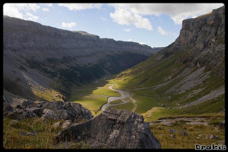 Vista del Valle de Ordesa desde lo alto de las Clavijas de Goriz